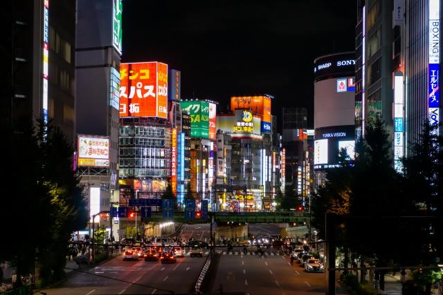 夜の新宿歌舞伎町